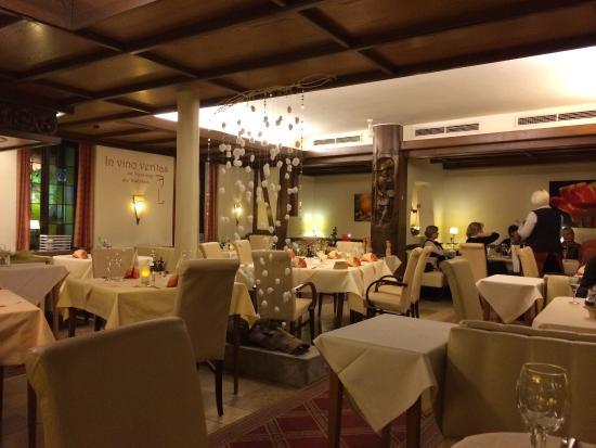 Moderne zimmerausstattung bild von hotel cafe kempf for Zimmerausstattung hotel