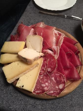 La Tana : Tagliere di salumi e formaggi!