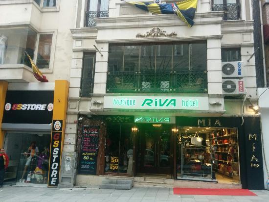 Boutique Riva Hotel: L'ingresso dell'hotel