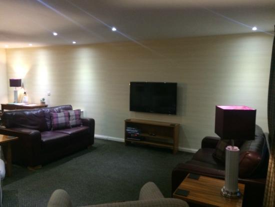 Loch Lomond Waterfront: Big TV with dvd player