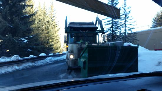 Marriott's StreamSide Evergreen at Vail: Blocked by garbage man trying to get out of garage