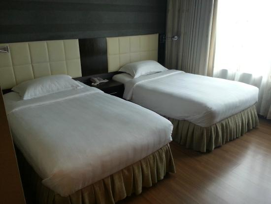 The Mark's Lodge: Twin bed room