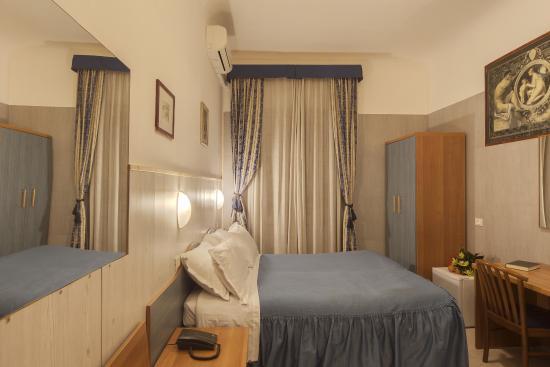 Hotel Guelfa: camera matrimoniale