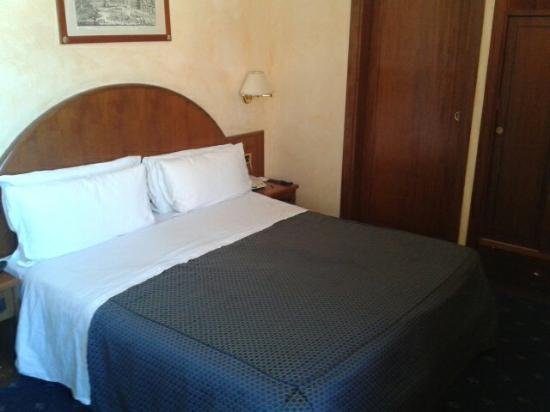 Nuovo Hotel Quattro Fontane: La habitación normal pero muy comoda
