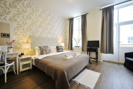 Ellingsens Pensjonat: Double room with private bath and balcony