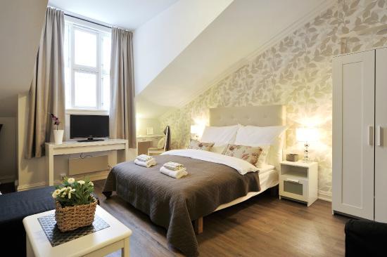 Ellingsens Pensjonat: Double room with private bath