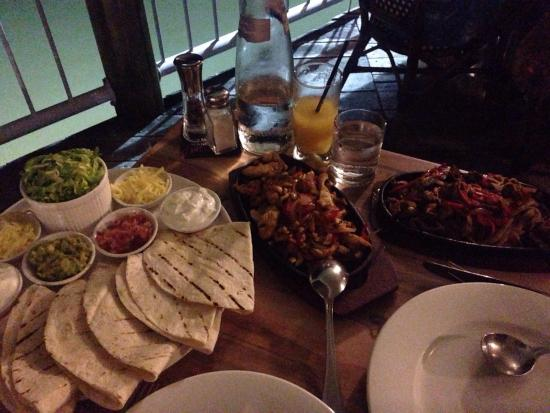 Pier 11 : Fajitas for 2 persons (wagyu beef and chicken) / AUD 55.- generous portion