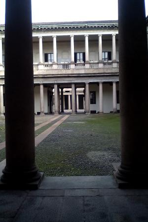 定址于曾经的瑞士大学