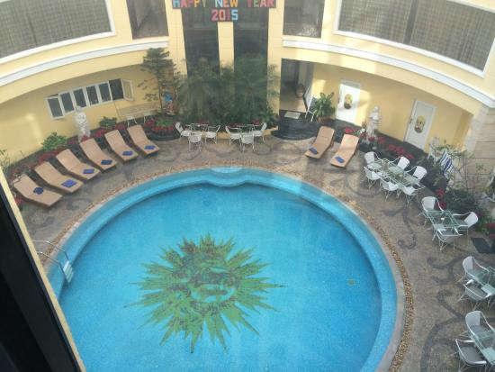Four Seasons Place: Small Round Pool