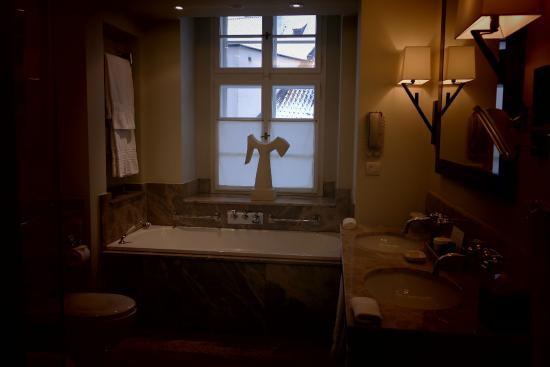 Augustine, a Luxury Collection Hotel, Prague : bath room