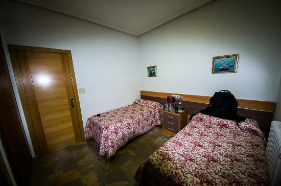 Hostal del Pez Azul: Zimmer aus anderer Sicht