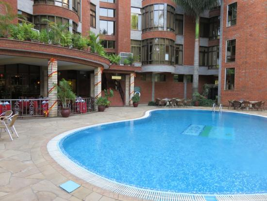 Kibo Palace Hotel: 中庭のプール
