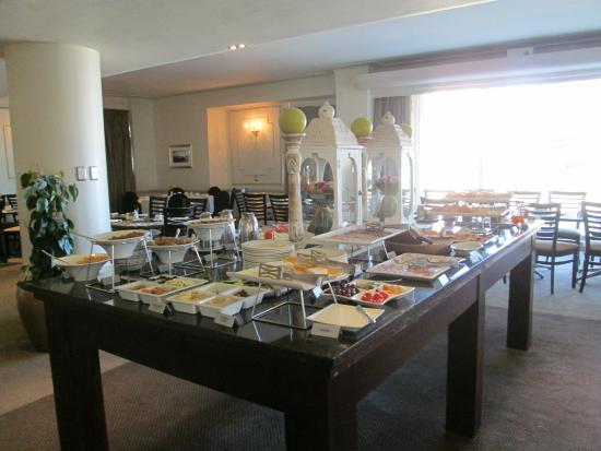 Protea Hotel by Marriott Port Elizabeth Marine : The cold breakfast spread
