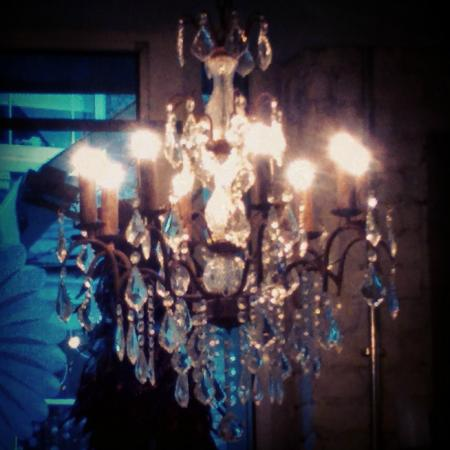 Bill's Restaurant: Famous chandelier.