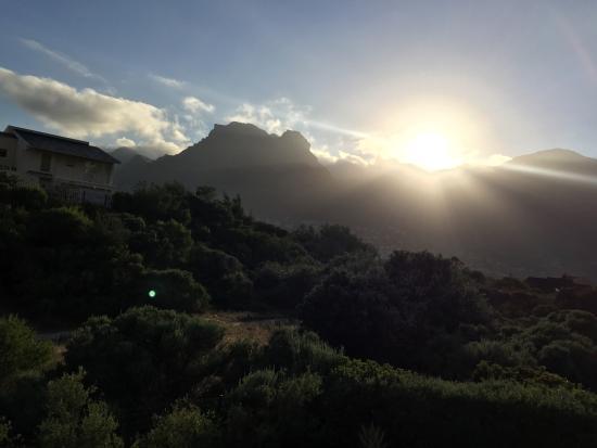 Mountain Views Guest House: Sunrise