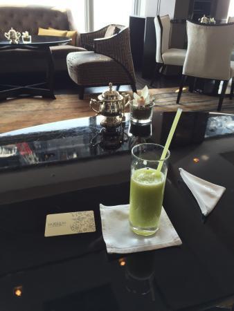 Shangri-La Hotel, Tokyo : ホライゾンクラブにてメロンジュース沢山頂きました��お部屋のバスルームは大満足。