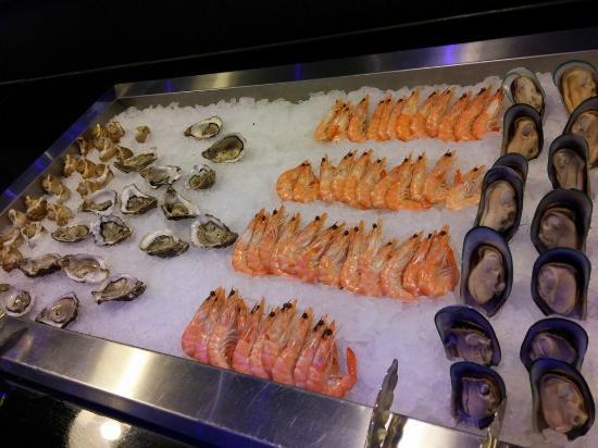 Buffet 8 picture of le monde est petit braine l 39 alleud for Petit restaurant
