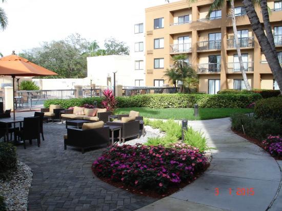 Courtyard by Marriott Boca Raton: Garden/Pool