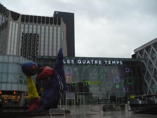 Veng Hour: Centre Commercial des 4 Temps, La Defense