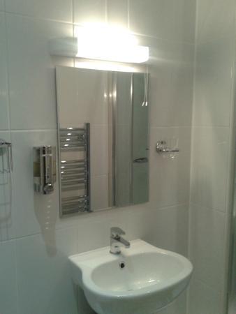Glen Afton : Bathroom (soap dispenser and lots of shelves!)