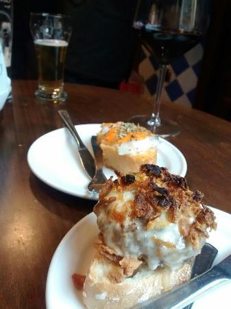 La Esquina de Colás: Mini hamburguesa y patata al ajo arriero