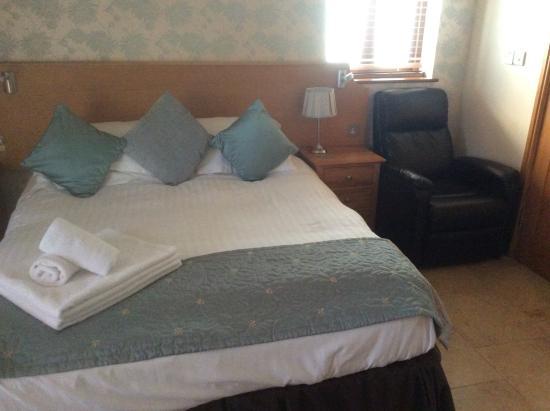 Oldwalls Gower: The no-heating bedroom