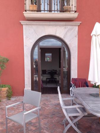 Hotel El Palomar: Our gorgeous private patio. Room number 1.