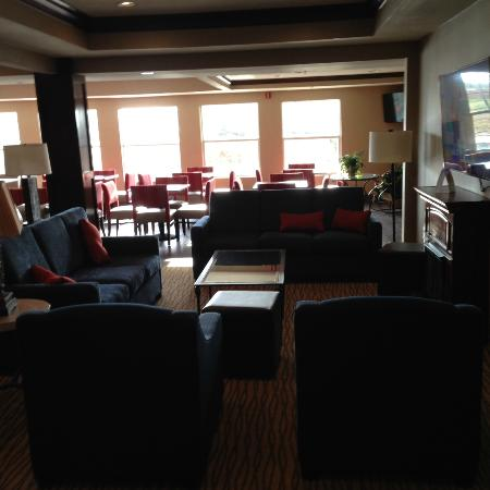 Comfort Suites: Lobby area seating