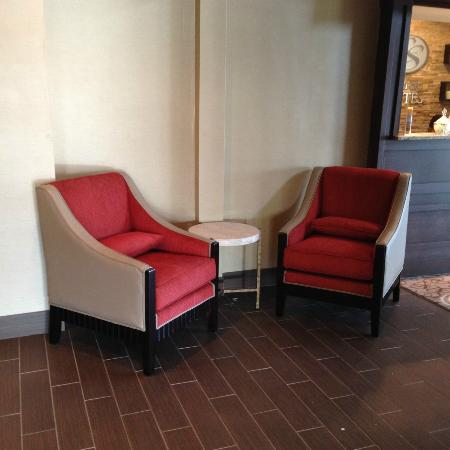 Comfort Suites: lobby seating