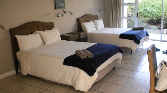 Cape St Francis Resort : Härliga sängar strax intill vår uteplats