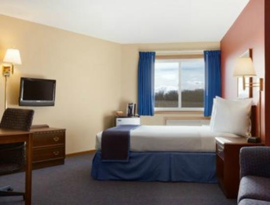 Travelodge by Wyndham Motel of St Cloud: Standard Queen with Sofa Bed