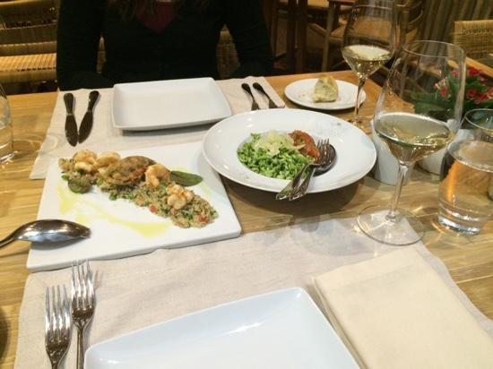 Varoulko Seaside : Appetizers (quinoa salad and pesto squids)