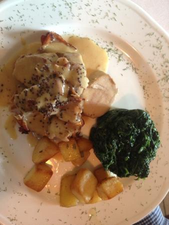 Le Masiere : filetto di maiale arrotolato con speck, patate al forno e spinaci al burro��