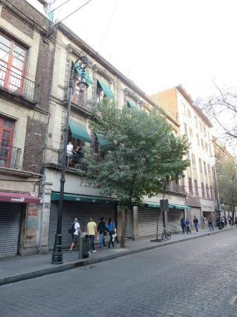 Mexico City Hostel: Exterior of Hostel Suites