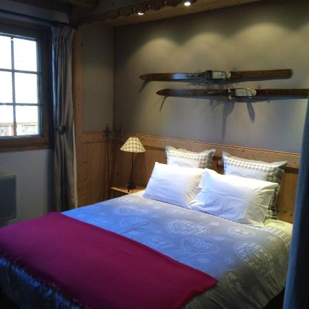Chalet Calluna : All rooms are decorated in an Alpine style.