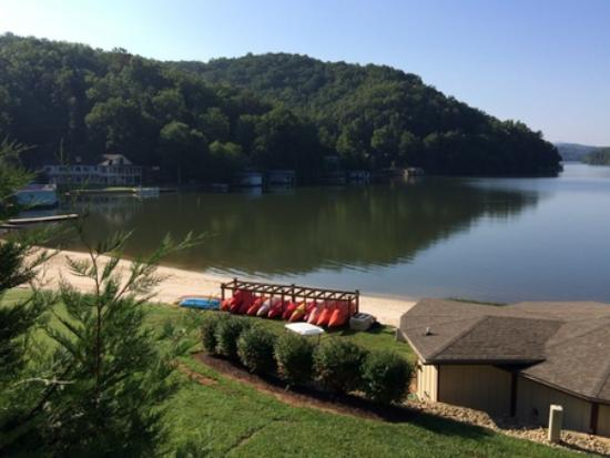 Rumbling Bald Resort on Lake Lure : The boat activity center sitting on the beach of Lake Lure.