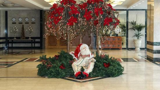 Christmas decorations by the lounge - Picture of Divani Apollon ...