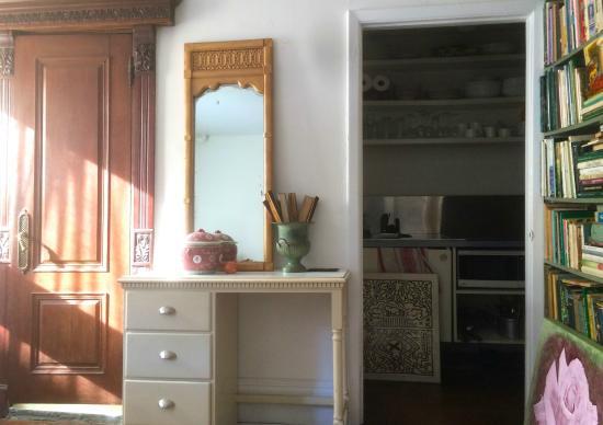 Jumel Terrace Bed and Breakfast : Garden Room - w/full bath & kitchen