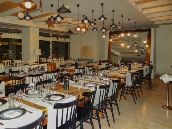 Kastelorizo : The huge mirror and the ceiling pendant lights
