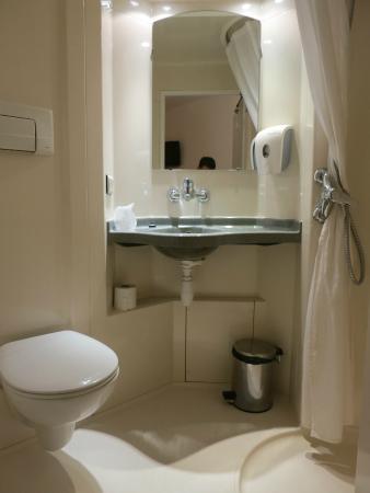 Hotel Premiere Classe Varsovie: ванная