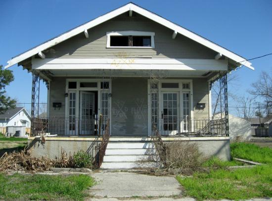 Hurricane Katrina Tour - America's Greatest Catastrophe : Empty house after Katrina