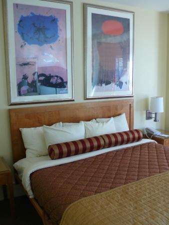 Alexander Inn: Contemporary Artwork & Decor