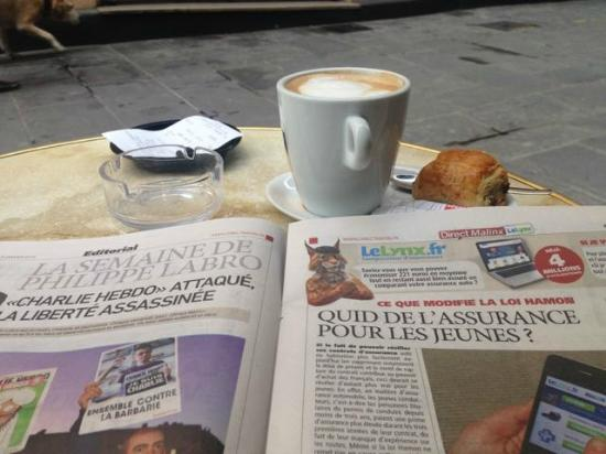 Les Distilleries Ideales: Great coffee and a newspaper