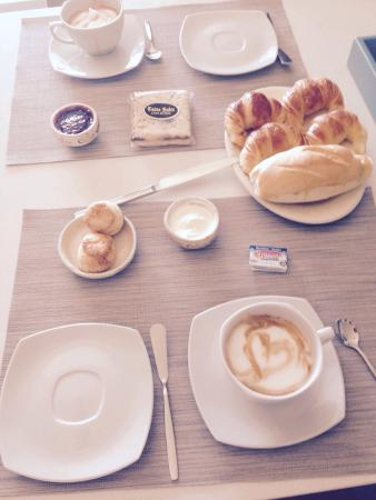 Costa del Este, Argentina: Excelente desayuno de Costa Dulce que ofrecen en Almarena, muy recomendable!