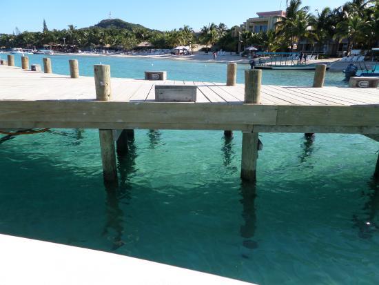 Bananarama Beach and Dive Resort: Quai sur la magnifique plage.