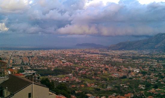 Carrubella Park Hotel: Utsikt mot Palermo fra Carubella  Park  hotell
