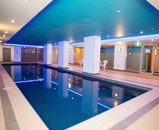 Pleasant surprise review of atlantis hotel melbourne for Pool show in melbourne
