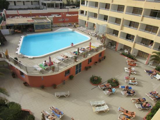 Utsikt fr n balkongen picture of apartamentos amazonas playa del ingles tripadvisor - Apartamentos en playa del ingles baratos ...
