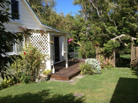 Allambee Cottages: Our lovely deck - Miners cottage