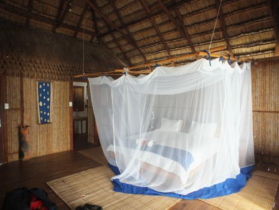 Pomene Lodge : Chalet van binnen